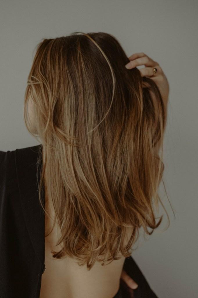 ¿Realmente funciona la biotina para el crecimiento del cabello?