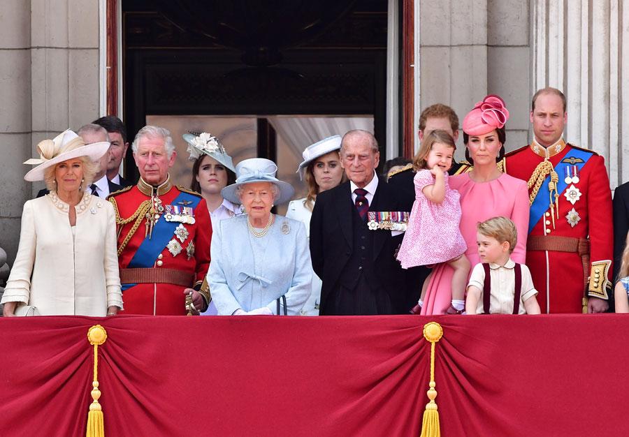 La reina Isabel II y la familia real felicitan a Meghan y Harry por el nacimiento de su hija Lilibet