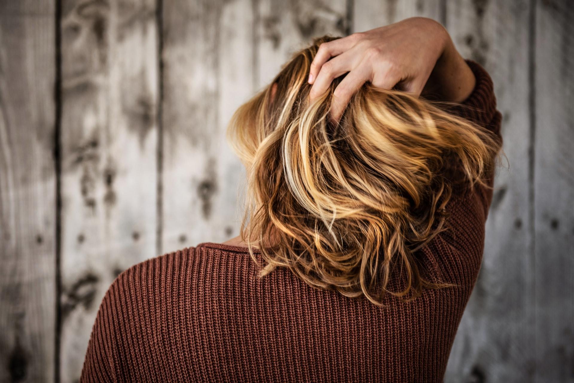 Conoce todo lo que un masaje capilar puede hacer por tu cabello