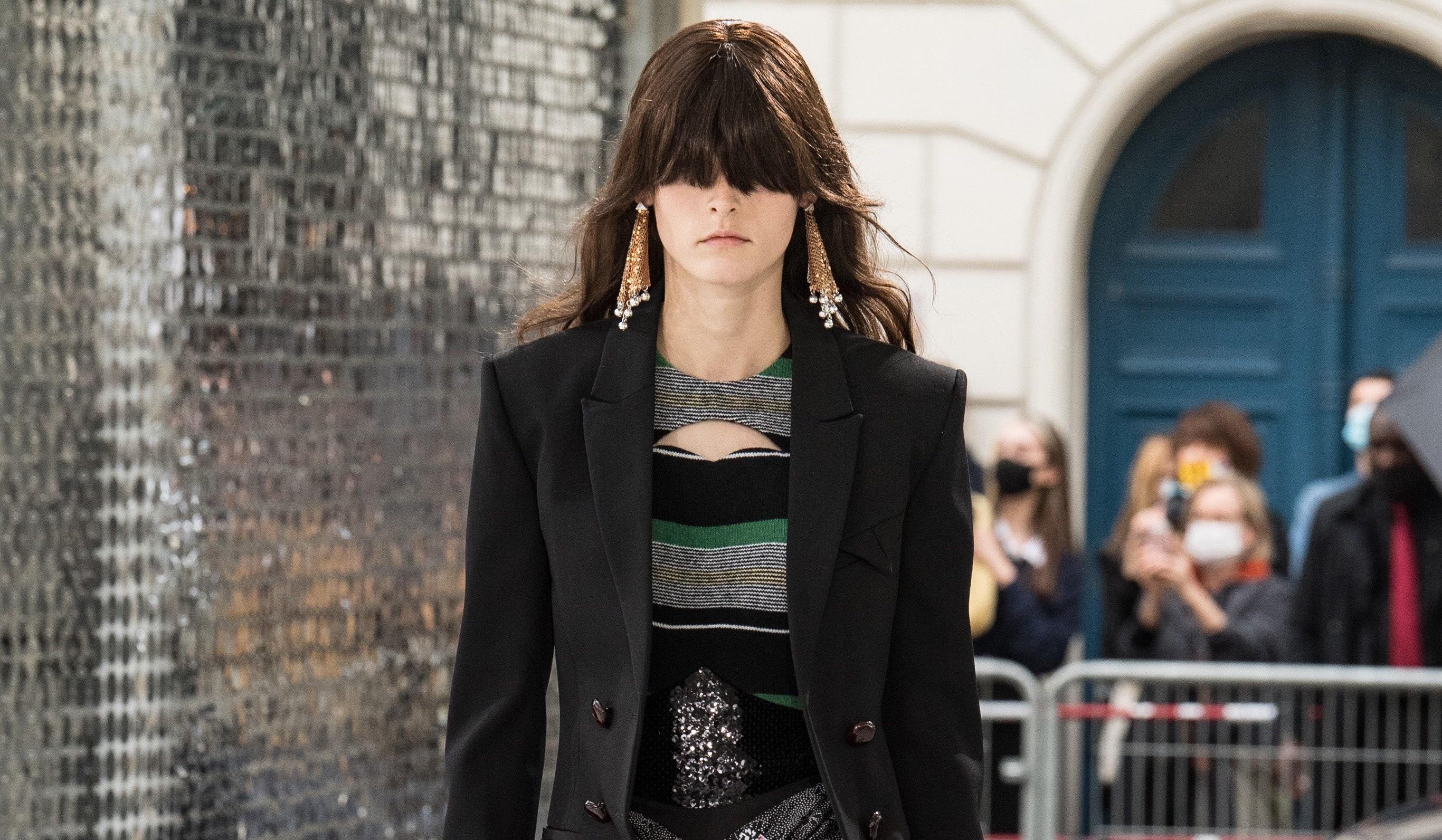 ¿La moda se encuentra de nuevo ante los gloriosos años veinte? Descubre la nueva tendencia estelar