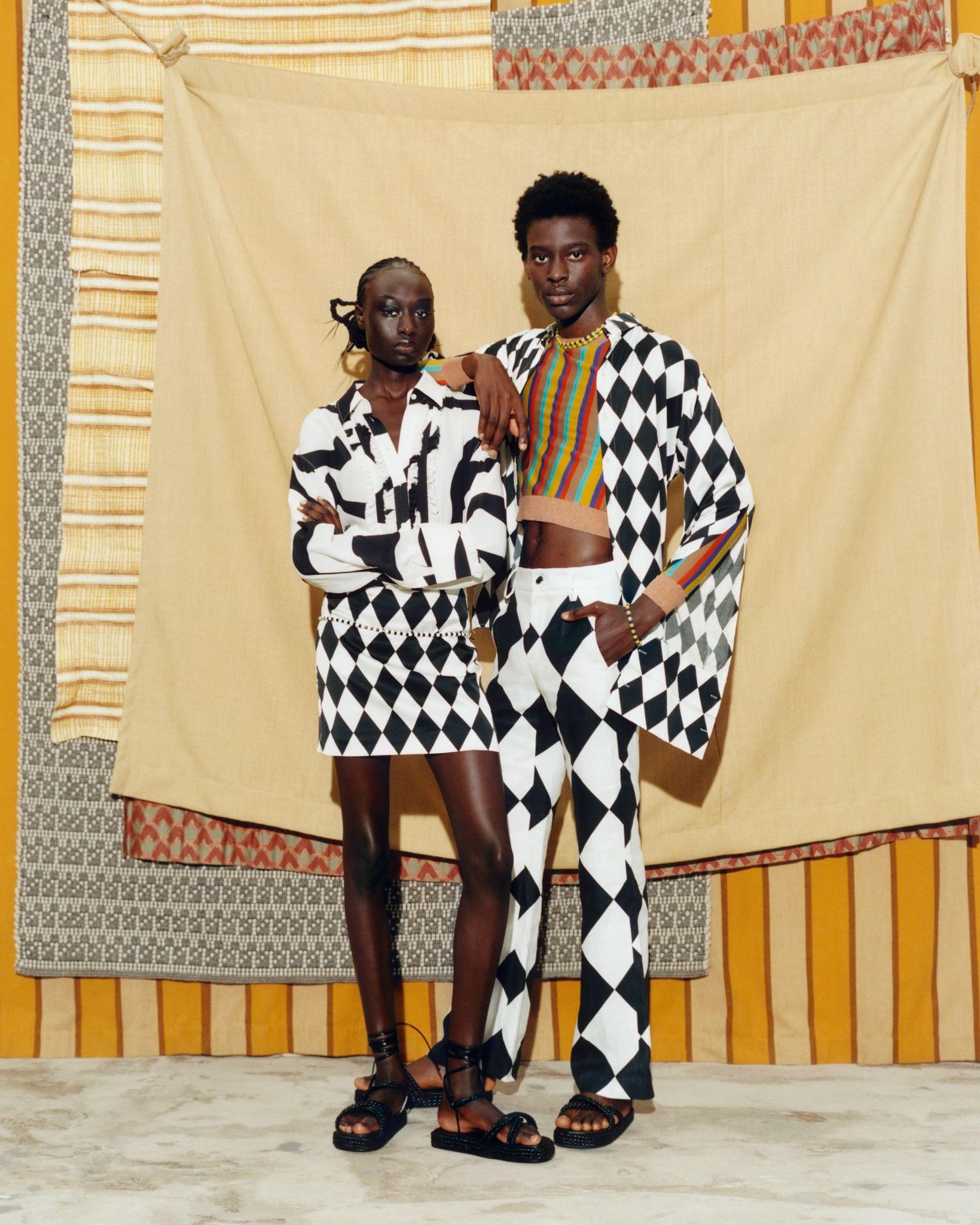 KARL LAGERFELD X KENNETH IZE: La colaboración que nos regala siluetas elegantes con patrones inspirados en la tradicional tela aso oke