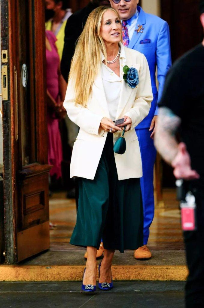 Carrie Bradshaw recicla su guardarropa como toda una amante de la moda