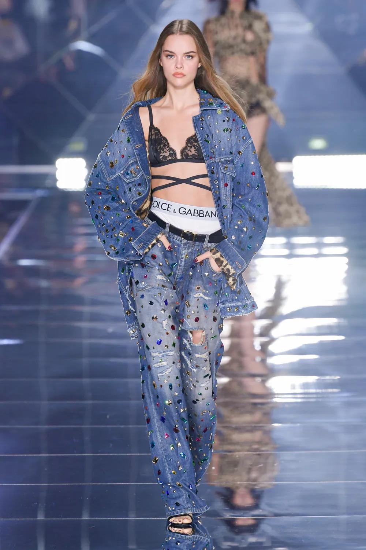 Dolce&Gabbana rinde tributo a la estética de los 2000 con su colección Primavera / Verano 2022