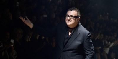 Alessandro Michele, Donatella Versace, Ralph Lauren y otros 44 diseñadores se unen para homenajear a Alber Elbaz