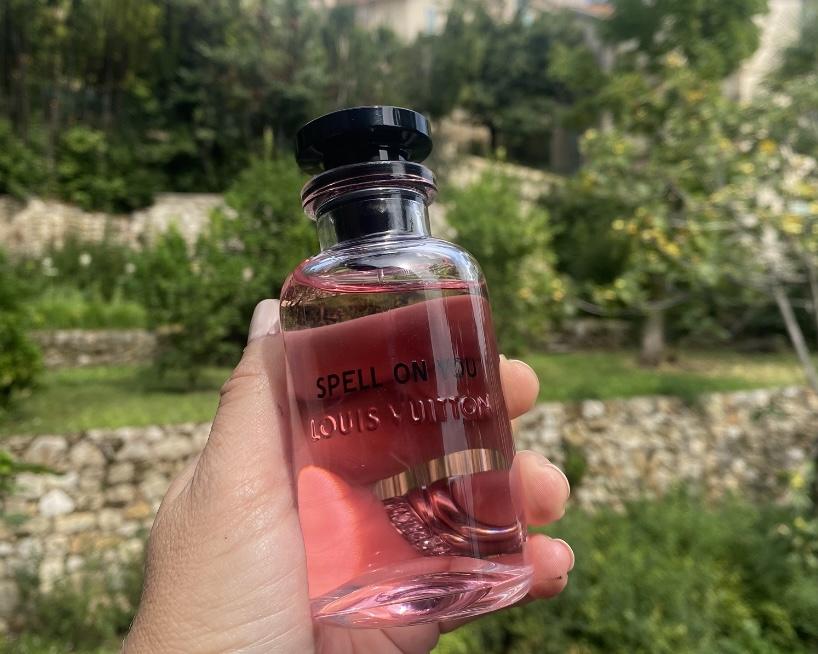 Spell On You, seductor y poderoso. Así es el nuevo aroma floral de Louis Vuitton.