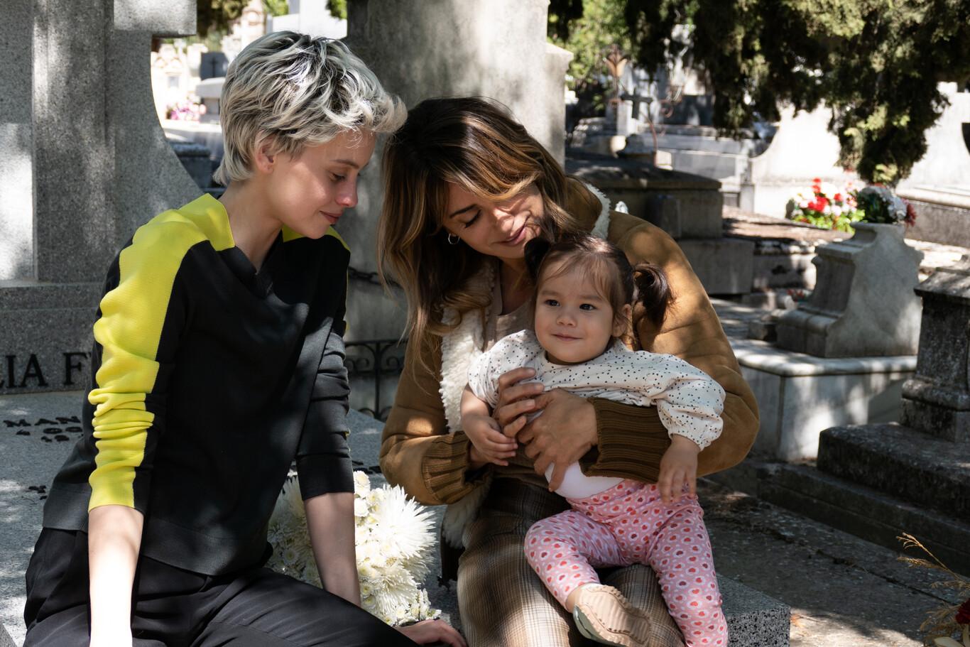 """""""Madres paralelas"""", el vestuario feminista que está revolucionando la industria"""