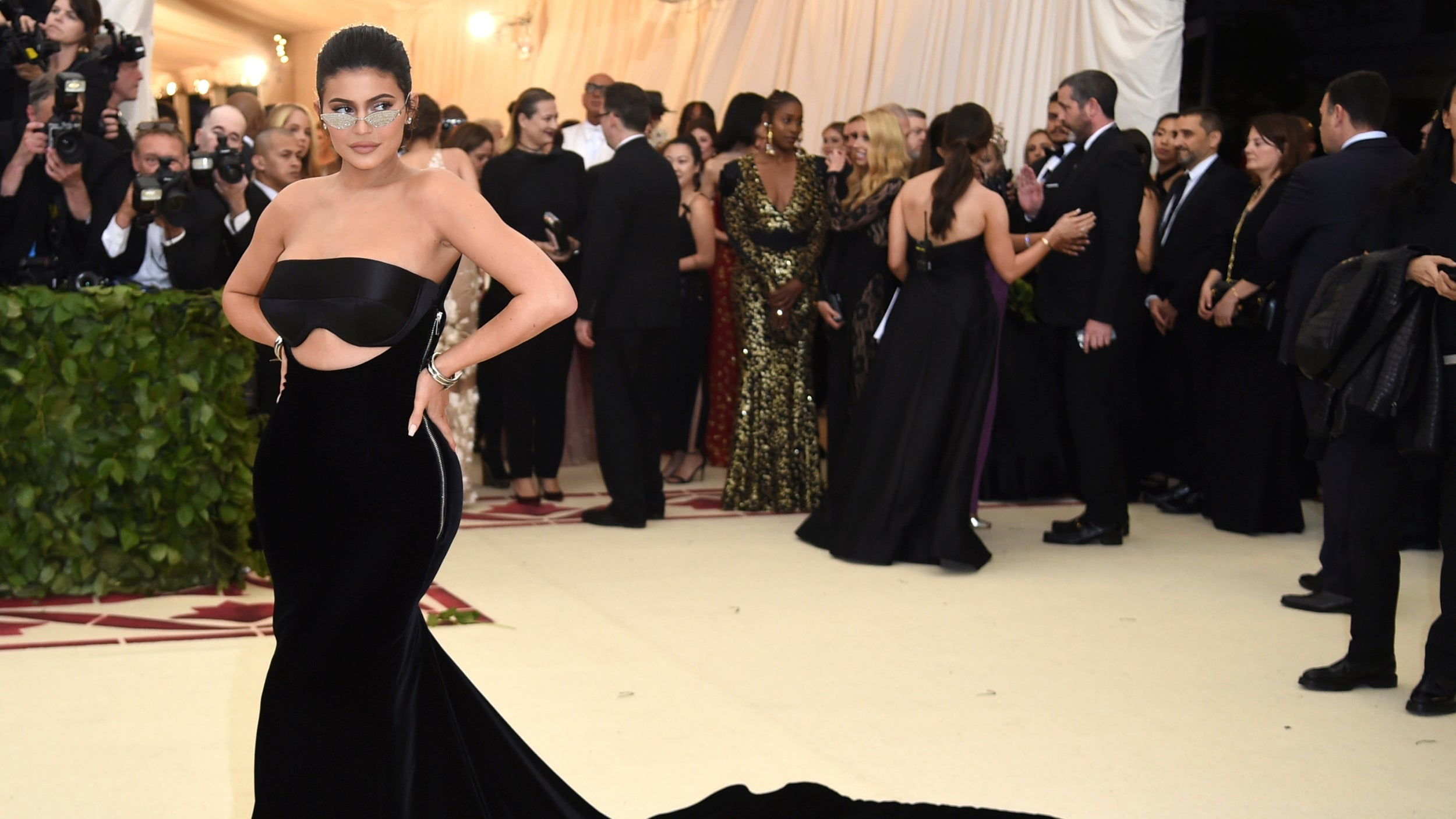 A Tight Squeeze And Emergency Zipper. Kylie Jenner Reveals ...