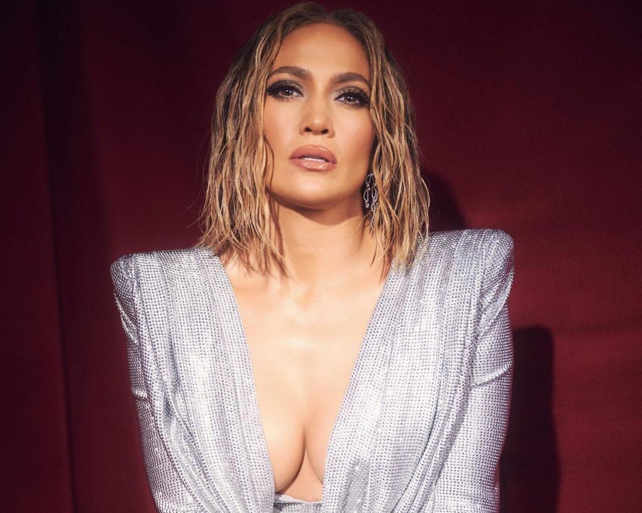 Jennifer Lopez Wet Bob (2)