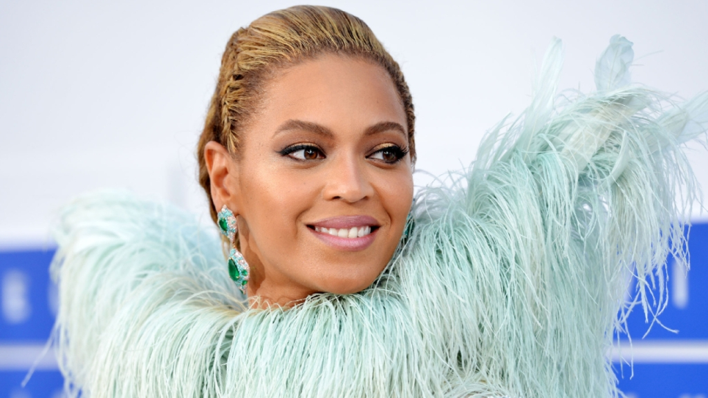 beyonce gifts friends custom 2020 necklace