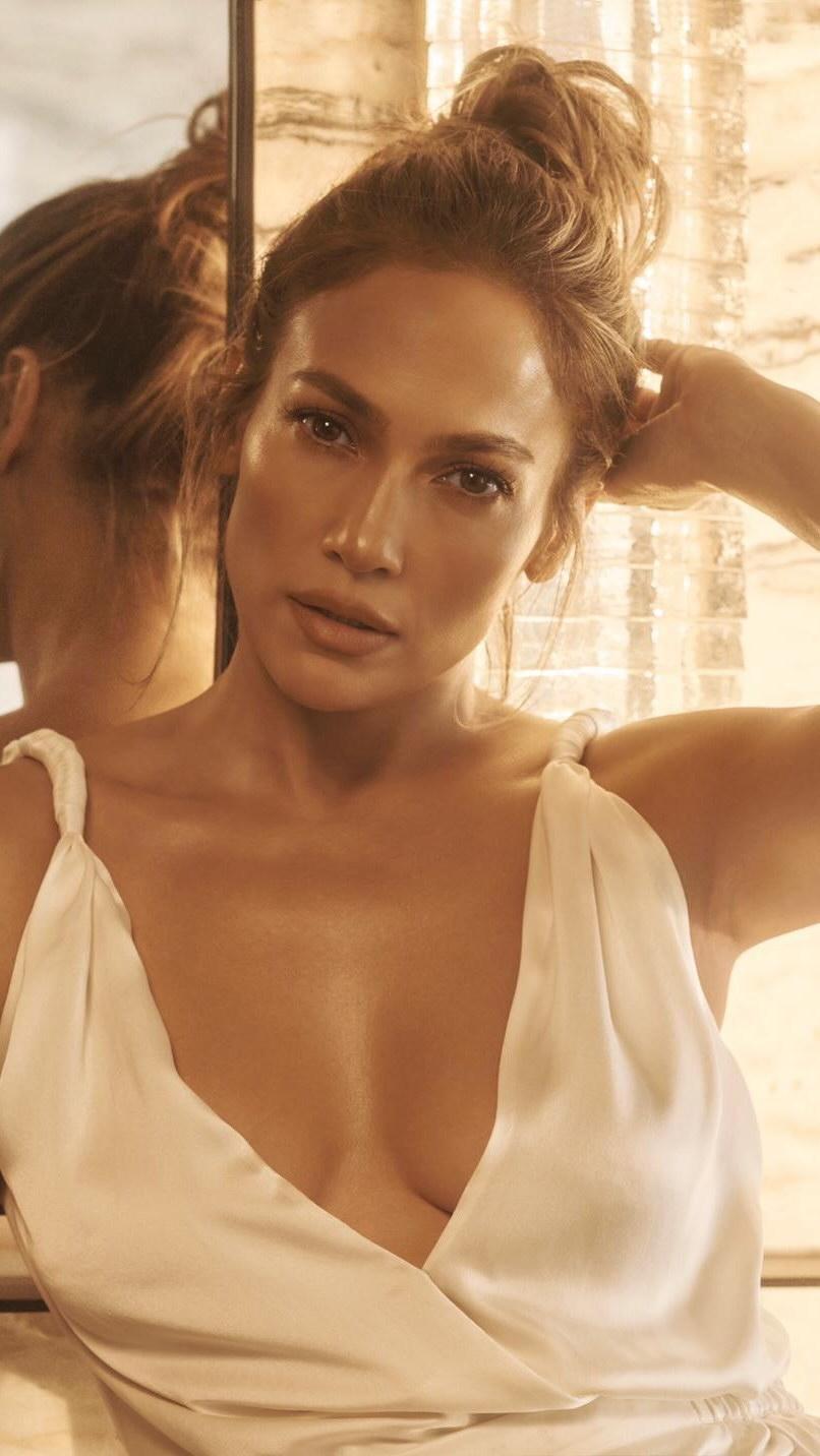 Jennifer Lopez S Exact Skincare Routine And Secrets Grazia