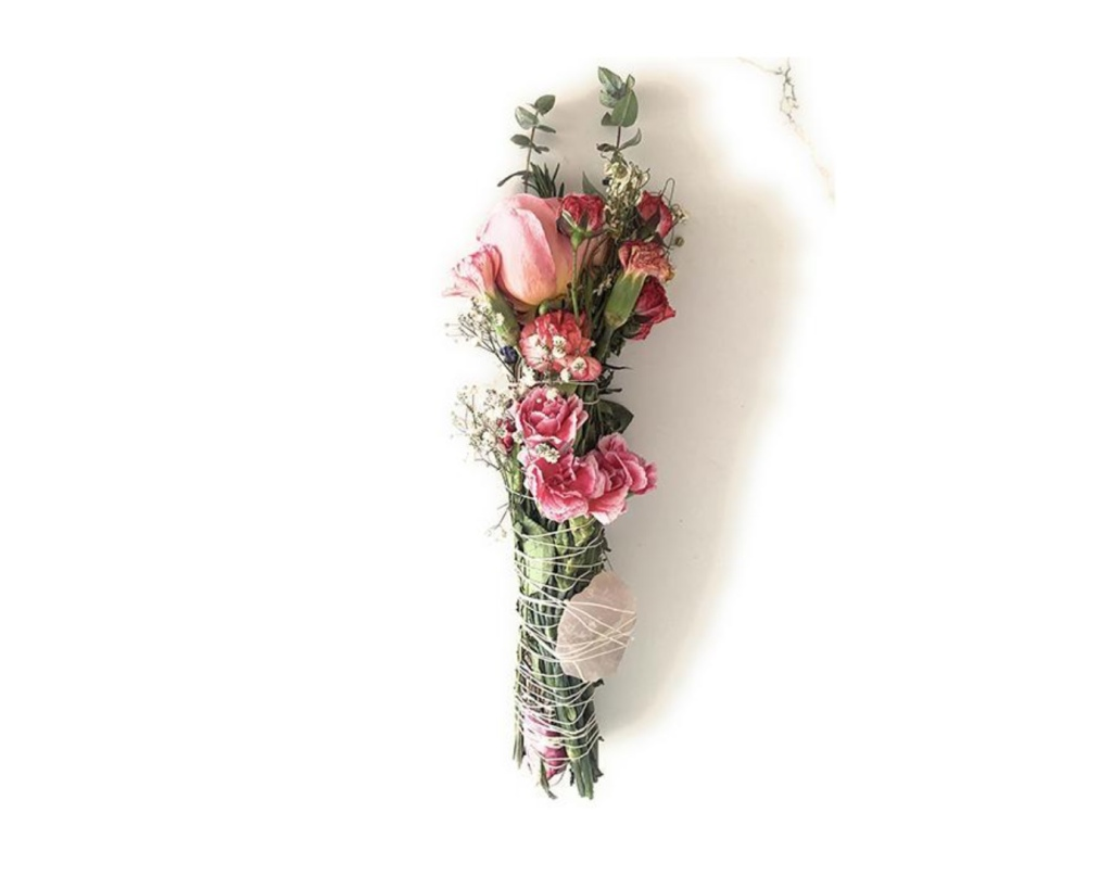 Valentine Love Smudge Stick (rose, eucalyptus, rosemary, chamomile, rose quartz, carnations and baby's breath),