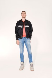 DAV2647_160317_Winter_Denim17_JoDuck_Diesel_Red_Sh07_1235