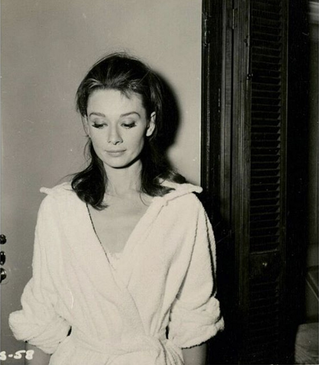 re soaudreyhepburnAudrey Hepburn photographed for hair test for the film Breakfast at Tiffanys 1960 copy