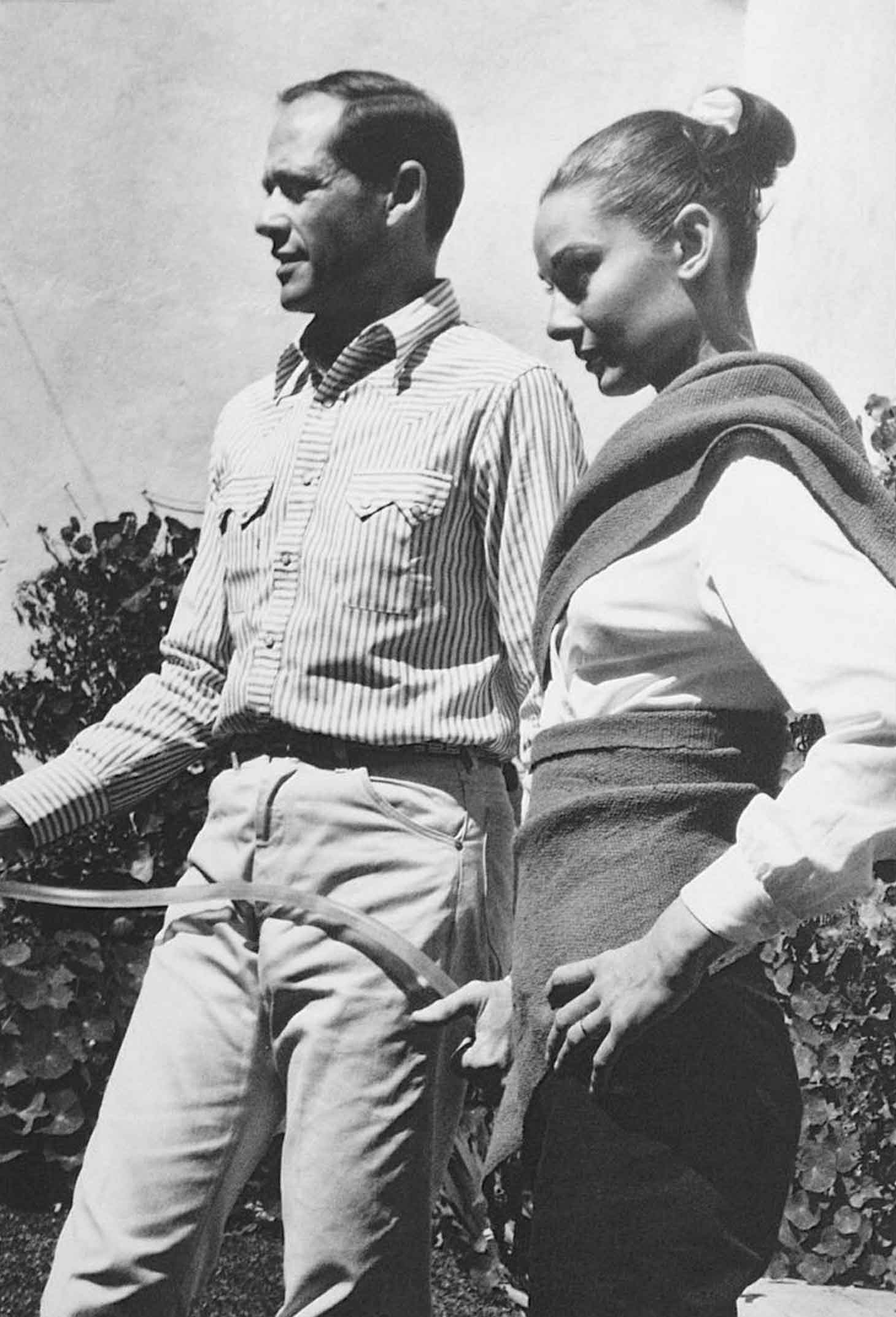 re timelessaudreyhepburnAudrey and Mel photographed  probably by Inge Morathin Mexico1959My scan from Japanese Spur mag1993 issue AudreyHepburn MelFerrer copy