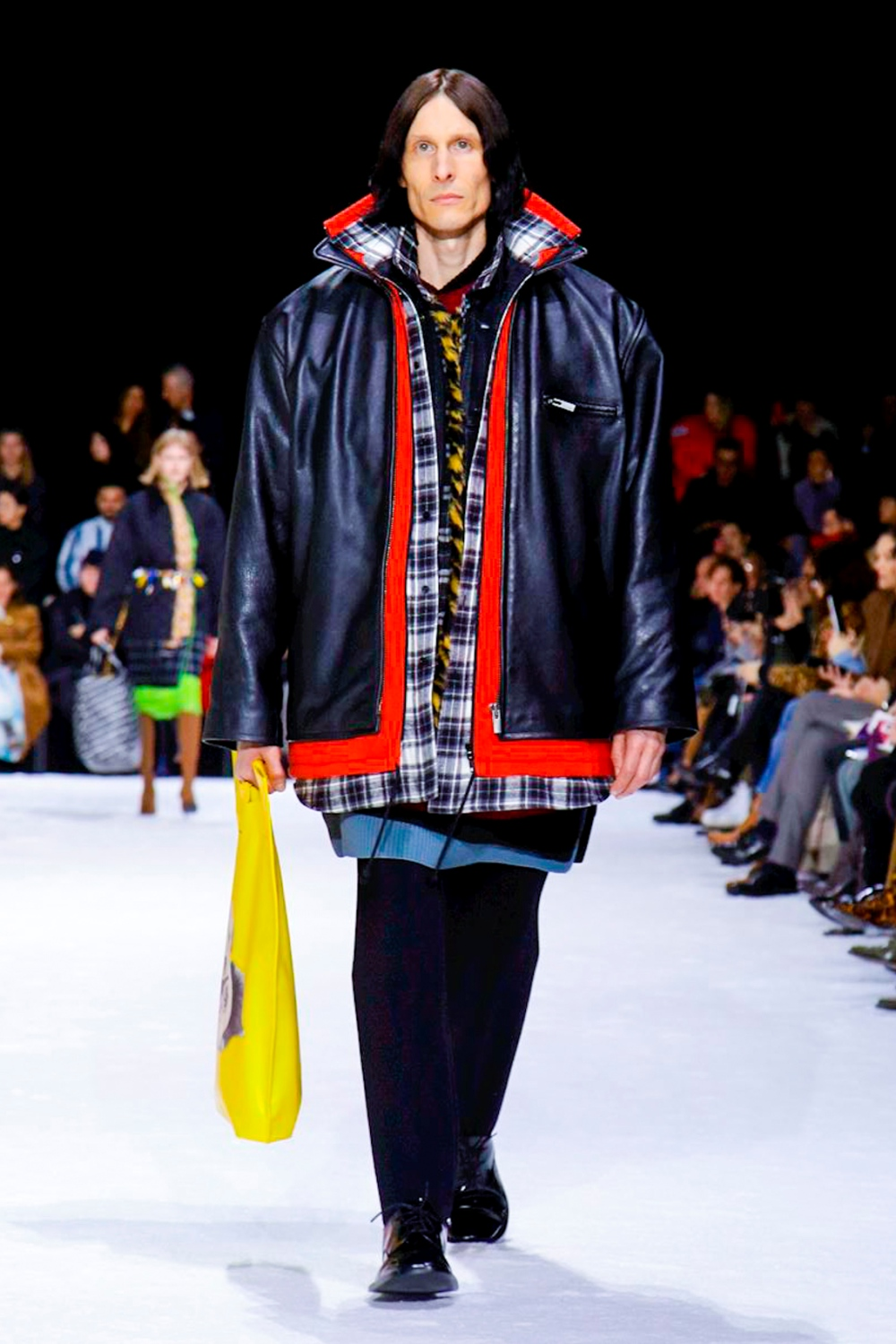 Puntero vóleibol diario  Balenciaga AW18 Runway Collection (Paris Fashion Week)
