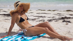 Jennifer lopez bikini beach