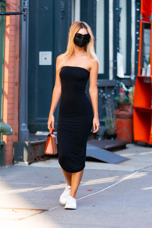 Emily Ratajkowski dress