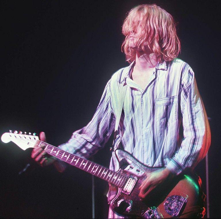 Kurt Cobain pink hair