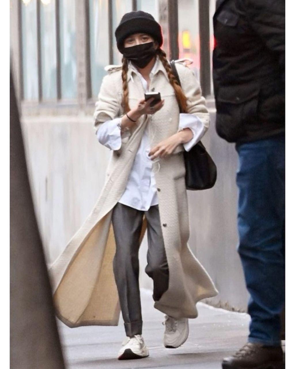 mary kate olsen chanel coat