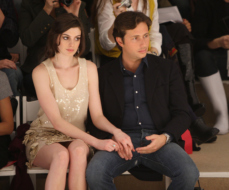Anne Hathaway ex boyfriend